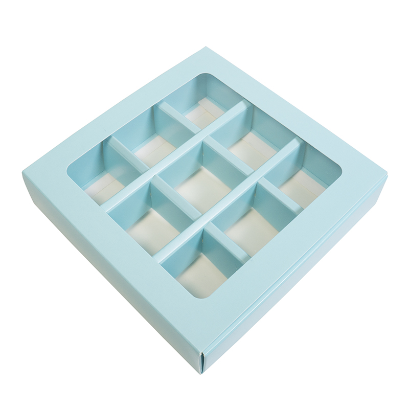 Купить Коробка для 9 конфет с разделителями Голубая с окном  по отличной цене 58 руб. в интернет магазине с доставкой по России!